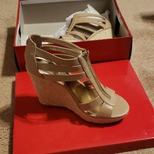Brand new guess wedges